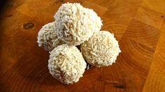 Ett LCHF-recept på supergoda Raffaello-bollar. Perfekt för dig som vill ha en godbit till kaffet. Funkar bra för dig som äter LCHF/lowcarb.