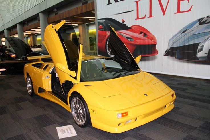 Lamborghini Diablo  — суперкар, выпускавшийся итальянской компанией Lamborghini  Название Diablo означающее Дьявол в переводе на испанский язык принадлежало свирепому быку герцога Верагуа. Бык был убит во время корриды в Мадриде в 1869 году. Дизайн автомобиля имел черты основного стилевого направления 90-х годов, и делал автомобиль более изящным и утончённым в сравнении с моделями компании Lamborghini выпускавшимися ранее.  #auto, #car, #race