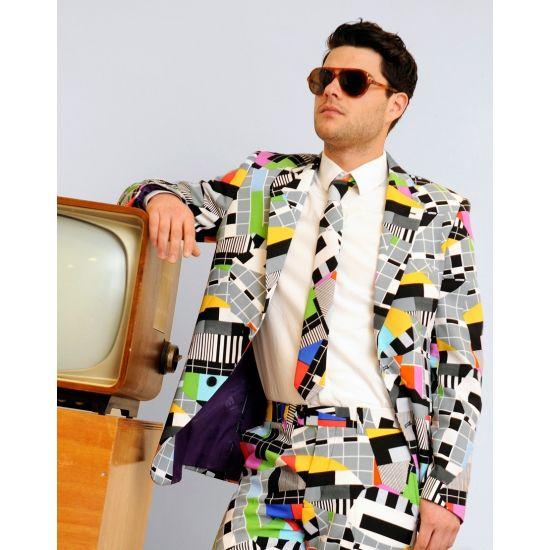 Luxe heren pak met televisie print. Net pak voor heren met all-over TV print van het bekende storing scherm. Het Testival pak is gemaakt van hoogwaardig polyester en wordt geleverd met een bijpassende stropdas.