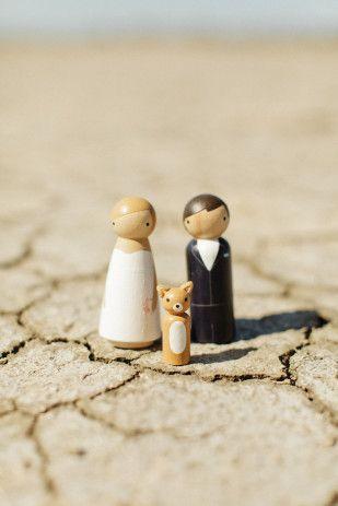 Pour beaucoup de futurs mariés se posent le dilemme entre Pièce montée et Wedding cake. Mais y a-t-il vraiment un choix à faire? Depuis l'arrivée en Europe, des fameux Wedding Cake anglosaxons, les pièces montées ont la vie dure… enfin pas tant que ça! Si on repense aux mariages auxquels nous avons participé cette année, il apparaît que ces deux fameux... En apprendre plus @ http://www.yesidomariage.com/deco/piece-montee-wedding-cake-co-gourmandise-quand-tu-nous-tiens-partie-1/