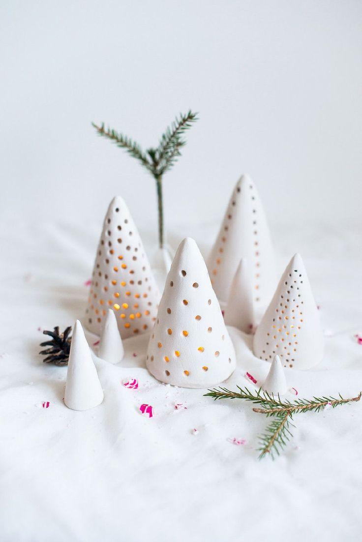 DIY Idee: Teelichthalter wie Tannenbäume aus Keramik / DIY idea: ceramic candle lanterns like christmas trees
