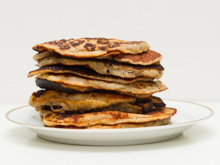 UTEN EGG Disse pannekakene er rett og slett utrolig gode, spesielt servert med sirup, sjokoladepålegg eller syltetøy. De er lette å lage, og passer også for veganere, samt egg- og melkeallergikere.Kilde: Mari Hult. Foto: Nufsaid