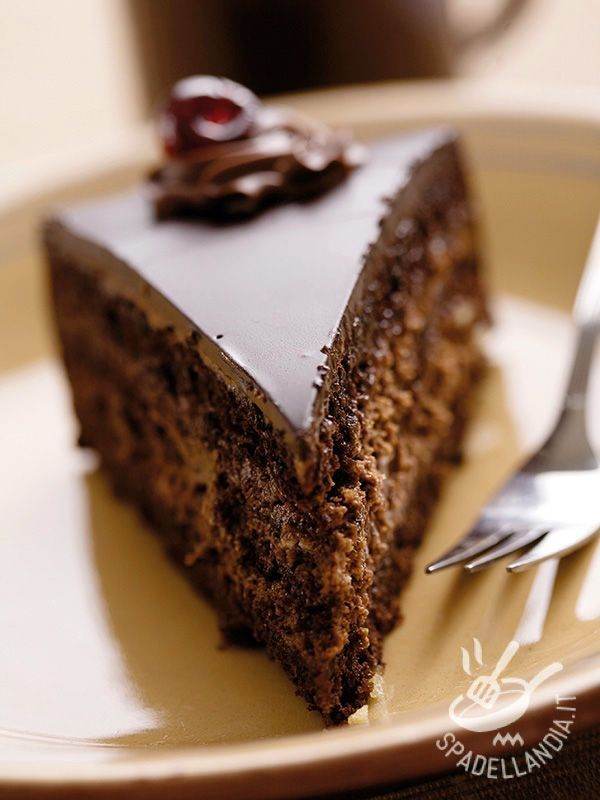 Torta al cioccolato e mousse di ricotta: una idea golosissima per un dessert che lascerà piacevolmente di stucco i vostri cari o i vostri ospiti!