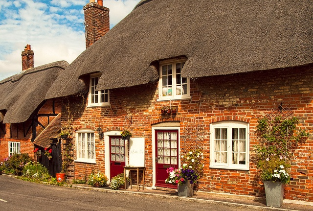17th Century thatched cottages in the village of Southwick in Hampshire by Anguskirk, via Flickr
