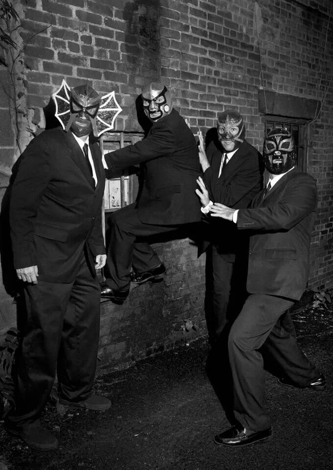 Los Straitjackets - surf music.  These guys can really fucking play!