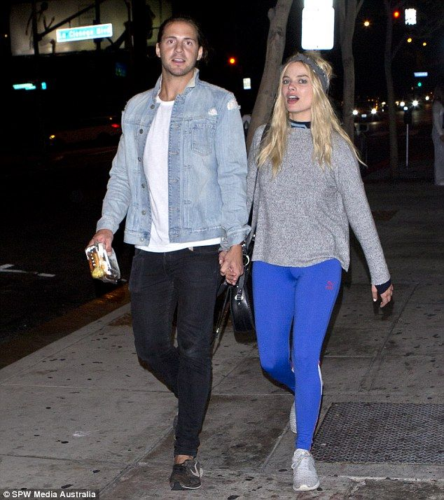 Late night lovers! Margot Robbie didn't have time to enjoy a romantic stroll with her boyfriend until 2am in the morning, on Sunday