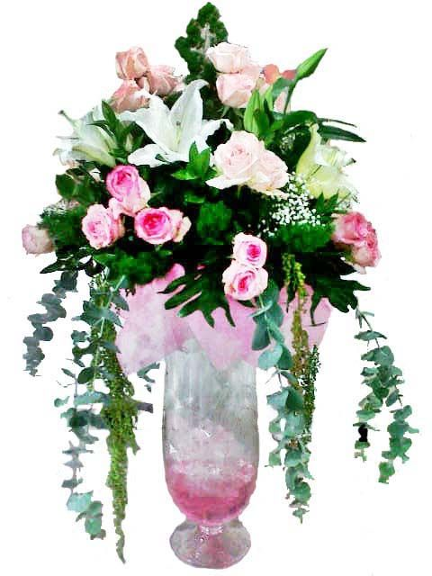 Glass Bouquet Cotton Candy in a tall clear vase. A sweet way to celebrate the arrival of sugar and spice and everything nice! This pretty arrangement will delight any new mom or mom-to-be, a delicate way to show someone you love and care about, or for any occasion related to the sweetness of a moment. Feminine flowers fill a charming clear tall vase, rained with beautiful long stem leaves around them. It's confection perfection! www.Flowerforsoul.com Info@flowerforsoul.com Telp : 0812 7100…