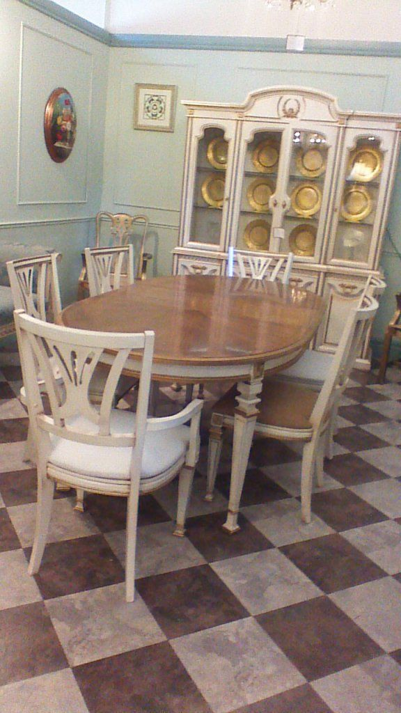 Fantastic Hand Painted Dining Set With Gold Highlights Great For A Kitchen
