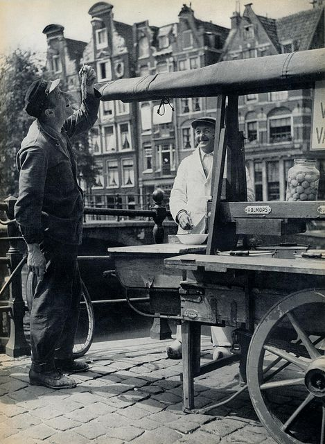 1957. Herring cart on Prinsengracht in Amsterdam. #amsterdam1950 #amsterdam