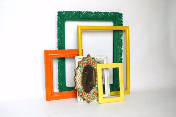Cadre mural jaune verts et orange avec pépinière miroir vintage peint main