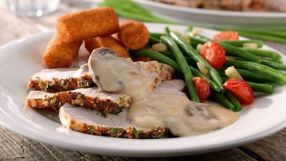 Op zoek naar een heerlijk gerecht? Dit gebraad met kroketten, champignonsaus en kroketjes zal gesmaakt worden door heel de familie!