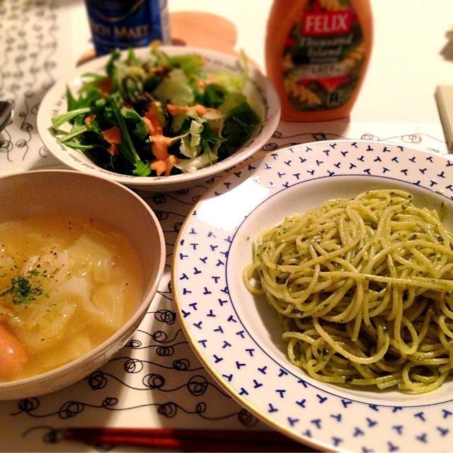 簡単夜ご飯♡ - 2件のもぐもぐ - バジルパスタ*春キャベツとウィンナーのコンソメスープ*水菜とレタスのサラダ by lily91