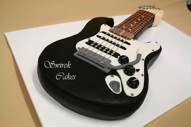 Cake Designs Guitar : 17 Best images about Found guitar cakes on Pinterest ...