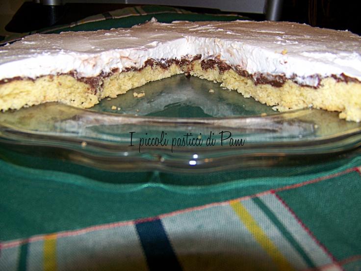 Torta di pasta frolla nutella e rum con copertura di ricotta montata. OMG! heaven.