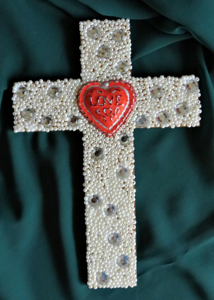 This Easter, use Isaiah 1:18 as inspiration for this DIY beaded craft idea. #FaveCrafter