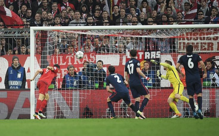 In der 74. Minute ließ Robert Lewandowski den Bayern-Anhang wieder hoffen: 2.1