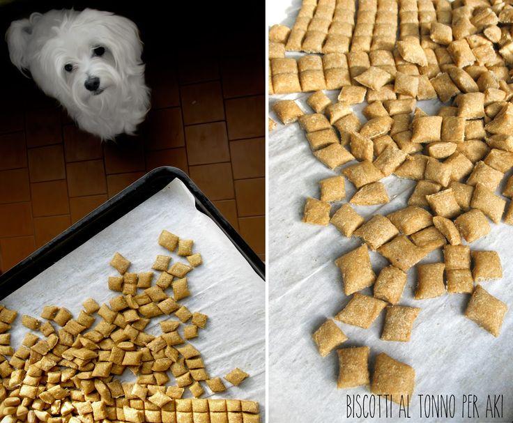 Visto il tempo infame di ieri pomeriggio, ho pensato di fare dei mini biscotti per il mio piccolo amico peloso Aki. Come primo esperime...