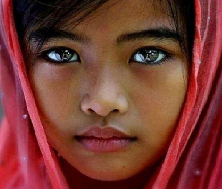 редкий цвет глаз у людей фото праздника