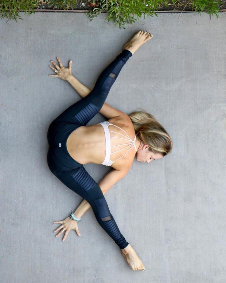The Alo Yoga Moto Legging #yoga #yogainspiration