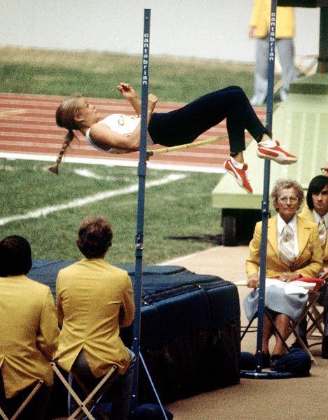 Diane Jones du Canada participe au saut en hauteur aux Jeux olympiques de Montréal de 1976. (Photo PC/AOC)