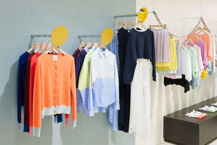 интерьер магазина одежды -