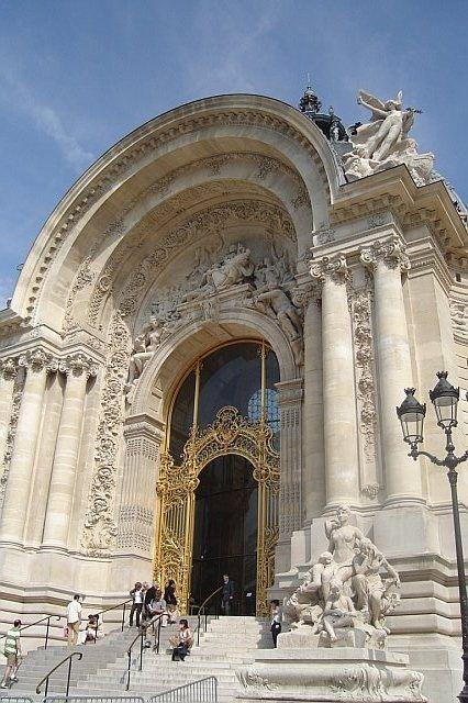 MELUSINE.H Le Petit Palais est un monument historique de Paris, aujourd'hui utilisé comme musée des beaux-arts, qui fut construit à l'occasion de l'Exposition universelle de 1900 par l'architecte Charles Girault