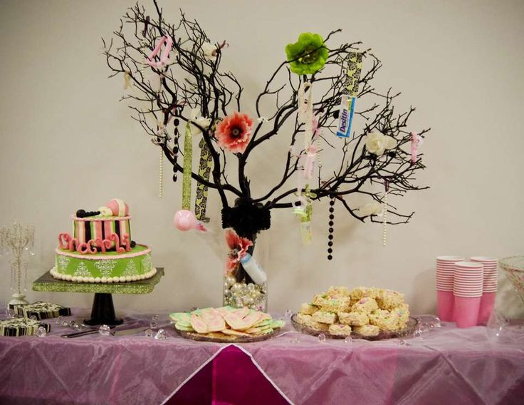 "Damask Chic / Baby Shower ""Office Baby Shower"" 