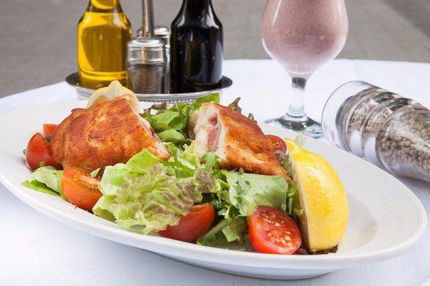 Cordon Bleu with mixed salad.