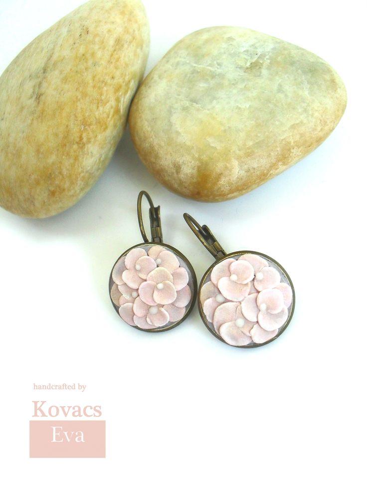 Vintage earrings.Pastel pink flowered earrings.Handmade earrings.Romantic earrings.