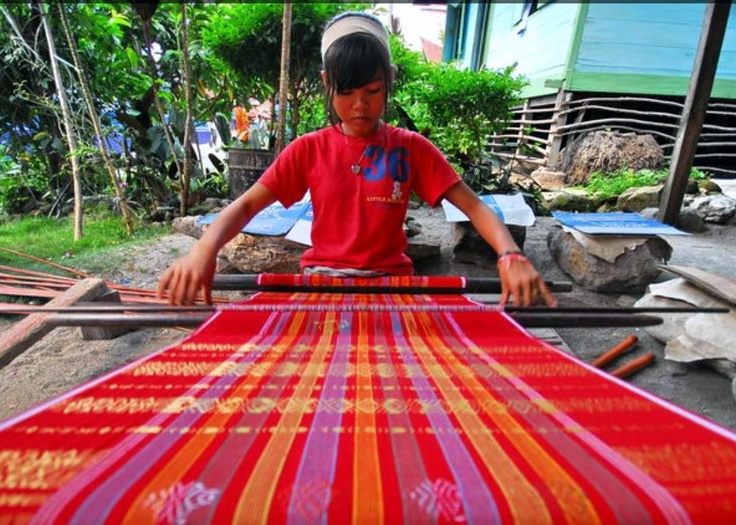 The ulos textile of the Batak people in North Sumatra make my heart swoon--both for the pattern and the soul behind them.