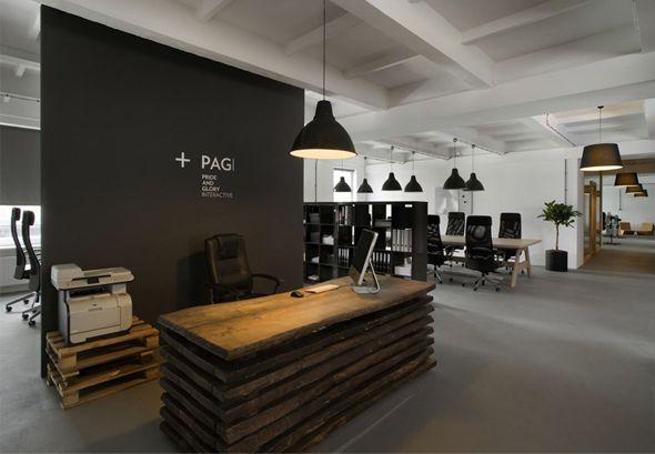 Voici les nouveaux bureaux de l'agence de pub Pride Interactive à Cracovie conçus tout spécialement par les designers de Morpho Studio. Situés dans une ancienne usine, ils sont la nouvelle fierté de l'agence et il y a de quoi ! L'accent a été mis sur l'utilisation de bois recyclé et l'habillage des lieux par une multitude luminaires tous aussi beaux les uns que les autres…