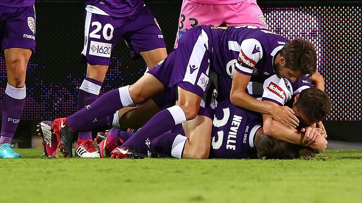 Perth Glory 2-1 Melbourne City: Taggart strikes late for Perth