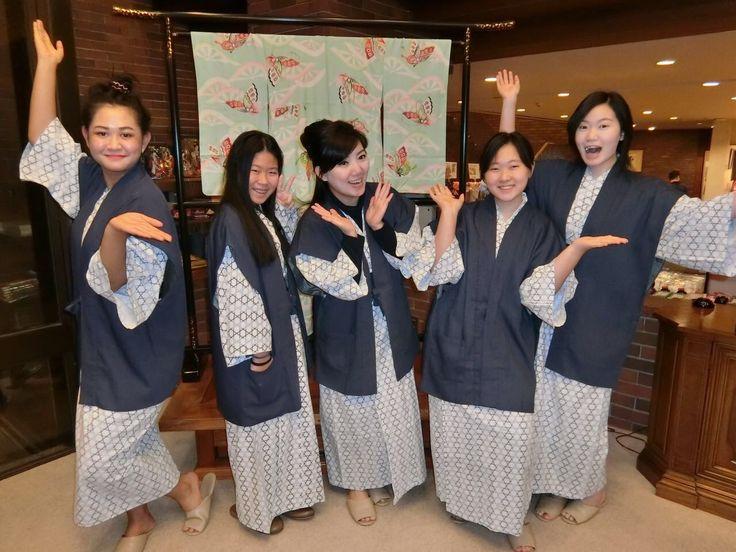 Keceriaan kita saat berfoto bersama memakai baju tradisional Jepang.  photo by Maya @maiablecky  Hotel Kawaguchi Japan .