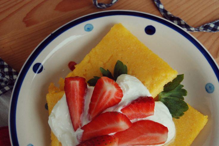 Polenta with strawberry and greece yogurt