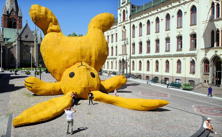 A 13 meter high yellow rabbit in Örebro, Sweden was constructed out of locally-manufactured shingles. The temporary sculpture was built for the OpenArt biennaleand meanttochallenge people's perceptions towards public space.