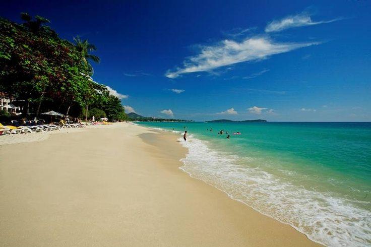 Chaweng Beach has got great nightlife and beautiful sands. Photo via samui-hotels