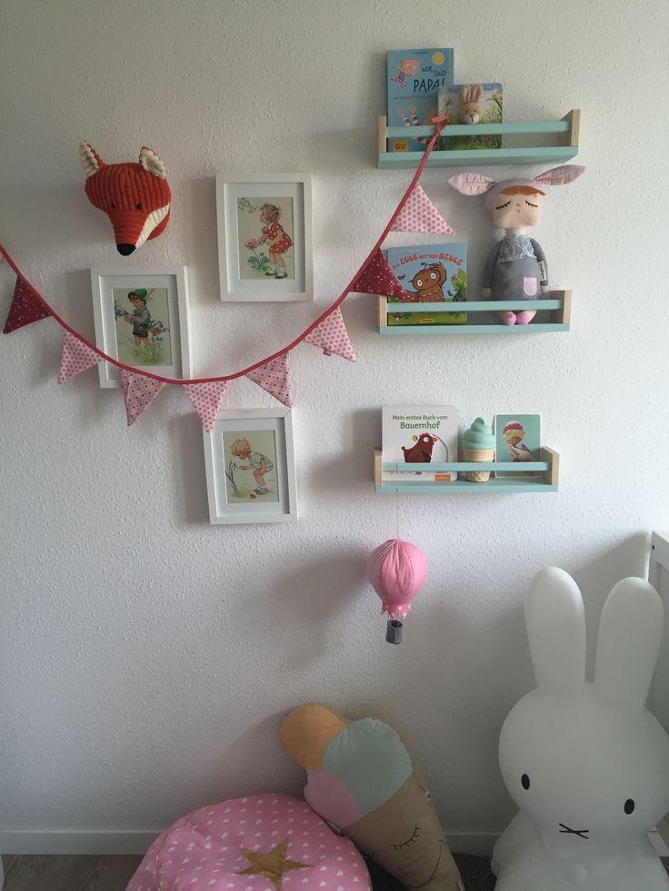 Beautiful Wanddeko Kinderzimmer B cher Stauraum Kinderzimmer Die B cherregale sind Gew rzregale von Ikea die Wimpelkette ist ganz
