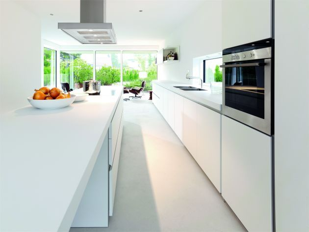 White works time and time again! And I'm a big fan of this kind of kitchen design where it's bright and open and you have a nice view over a garden or some greenery