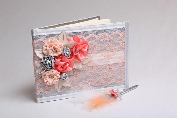 Livre d'or mariage argent fleurs corail et stylo plume