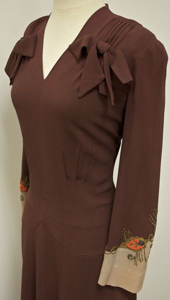 1940's Beaded Crepe Vintage Dress, 1940s Tailoring, Bows Slim Fit Vintage Dress  http://www.vintagevirtuosa.com