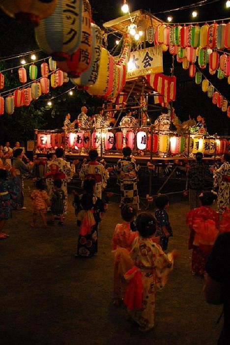 Bon Odori 盆踊り Bon Odori (盆踊り), meaning simply Bon dance is a style of dancing performed during Obon. Originally a Nenbutsu folk dance to welcome the spirits of the dead, the style of celebration varies in many aspects from region to region