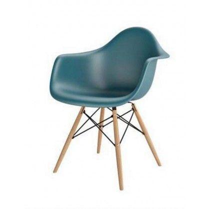 Lubisz funkcjonalne a zarazem wygodne rozwiązania? W takim razie Twojej uwadze nie może umknąć stworzone z dobrej jakości polipropylenu krzesło P018W inspirowane DAW o chropowatym siedzisku.Oryginalny kształt w połączeniu z drewnianą podstawą nadaje krzesłu ponadczasowy wygląd. Ergonomiczna forma wraz z podłokietnikami daje poczucie niezwykłej wygody i komfortu w najlepszym stylu.Urocze i eleganckie krzesło może być przyciągającym wzrok dodatkiem zarówno do przestronnego salonu, jak i…