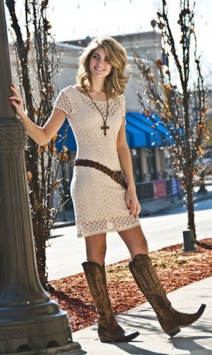 Love the necklace and belt on this simple dress with boots! Not sure how this would look on my 40something body, but a girl can dream, right?