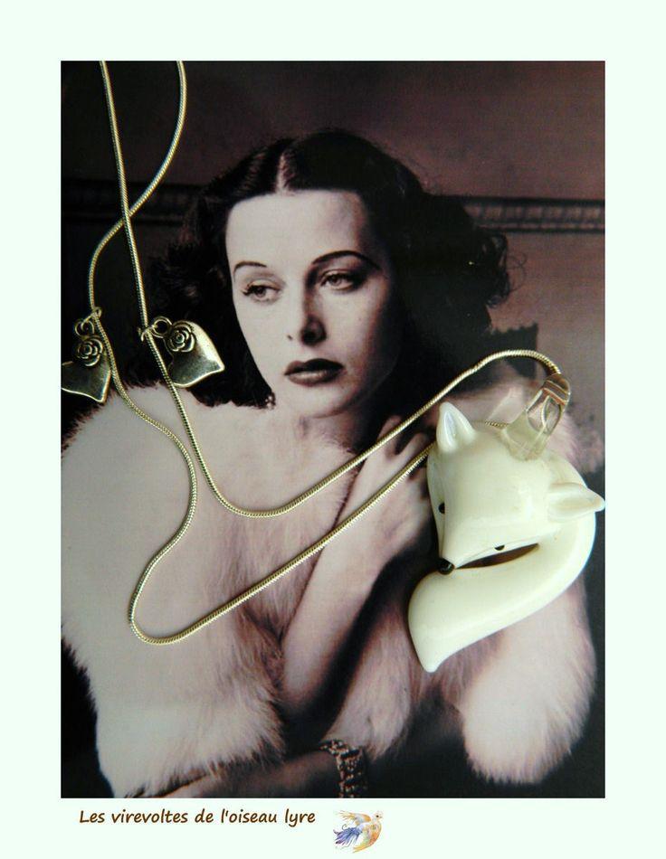 Pendentif minimaliste, esprit Nature, fantaisie, verre filé, métal argenté, La Dame au renard blanc. Pièce unique. : Pendentif par les-virevoltes-de-l-oiseau-lyre
