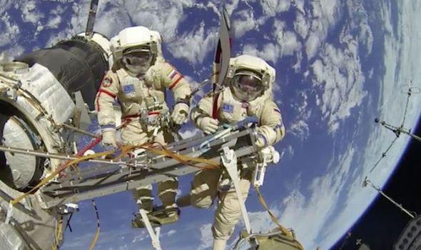 Странная история поразила учёный мир! Кто спас жизни российских космонавтов?