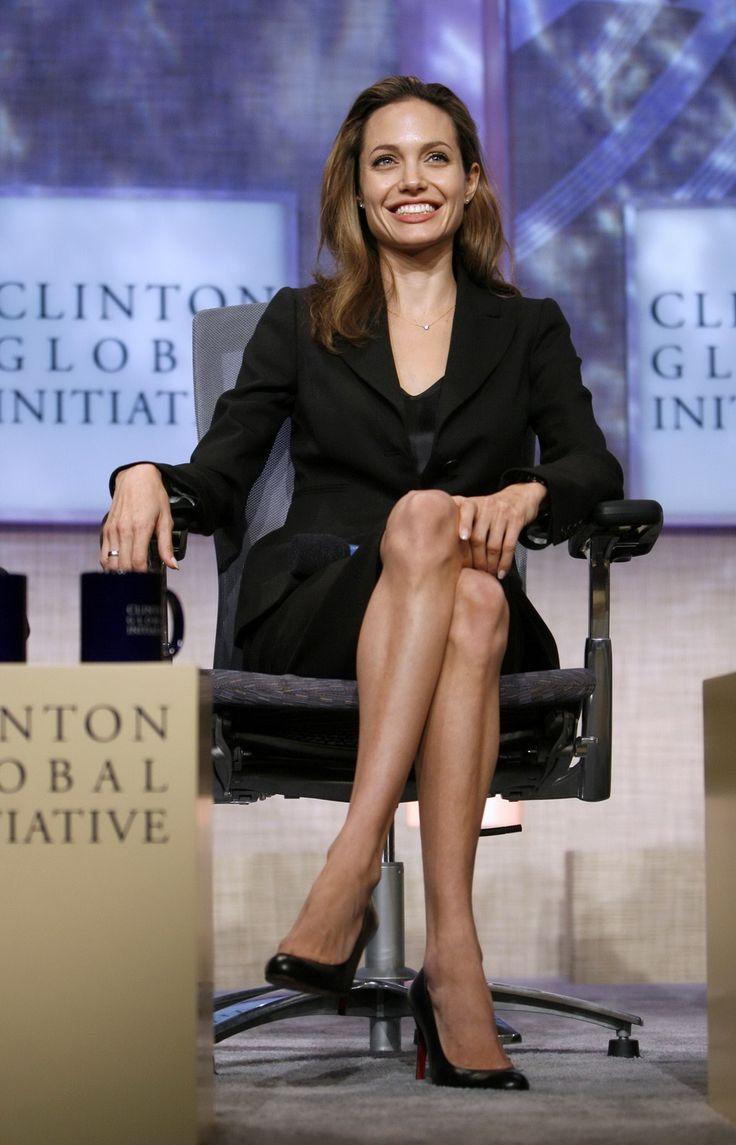 Angelina Jolie - Clinton Global Initiative Event - Photo 03
