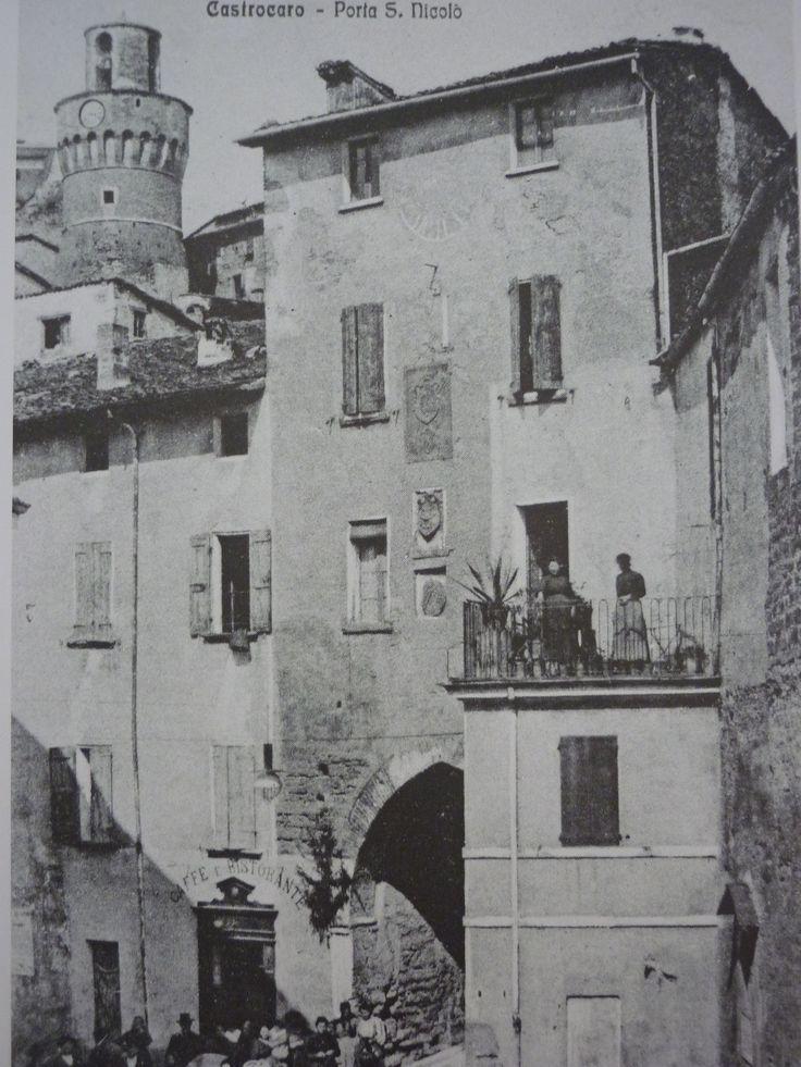 Porta San Nicolò. 1925. Sullo sfondo il Campanone. #CastrocaroTerme #castrocarocolorseppia