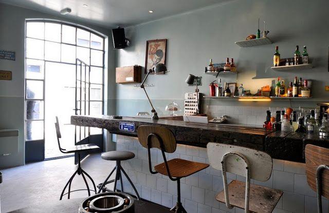 Interior del Atelier Mecanic, decoración  de estilo industrial. Chulada de bar!