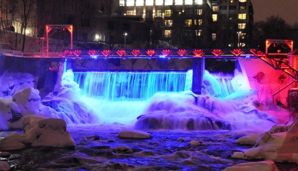 Magog River Gorge- Promenade des Rapides pedestrian walkway linking the lac des Nations to the city center of Sherbrooke. In the heart of the city. The lighted path will guide your steps as you marvel at the illuminated landscape around you. The incredible strength of the water accentuated by the dynamic lighting renders the majesty of the river. points of access, the Science Door near the Musée de la nature et des sciences and the Artists Door next to the Musée des beaux-arts de Sherbrooke