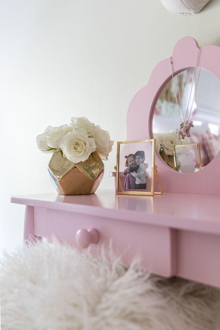 Little Girlu0027s Pink Vanity in Vintage Big